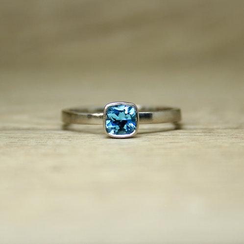 18ct White Gold Topaz Ring