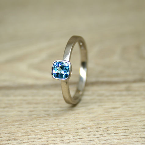 cushion topaz 18ct wg ring 5.jpg