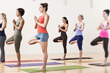 hatha yoga 6 personas.jpg