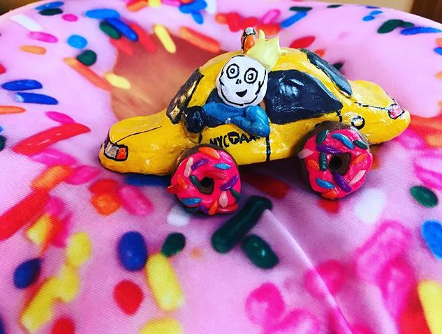Get in! We need Donuts! 🍩❤️🚖 #jlr #sculpture #donuts  #i❤️ny #art #sprinkles #fun #popart #taxi #characterdesign #character #schumer #diy #a