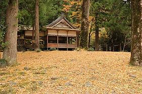 白髭神社境内のお宮の清水