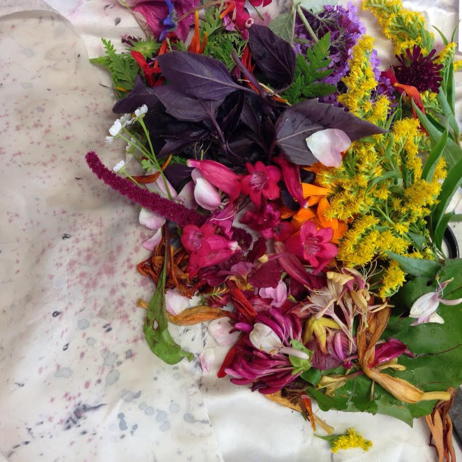 Bundle Dyeing with flowers