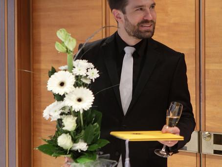 Valtteri Raekallio receives the Uusimaa Art Prize