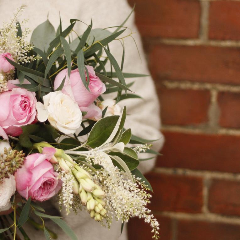 Top Tips on choosing your wedding flowers.