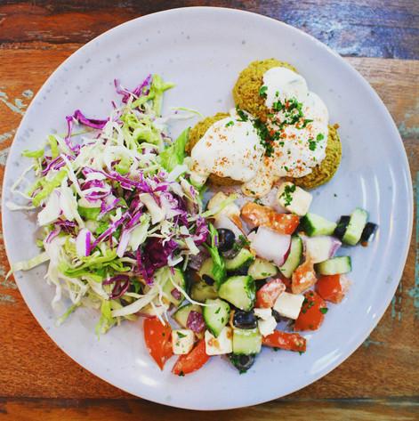 Falafel greek plate