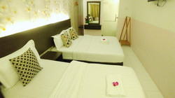 Apple 1 Hotel Gurney Family 3 Pax Room