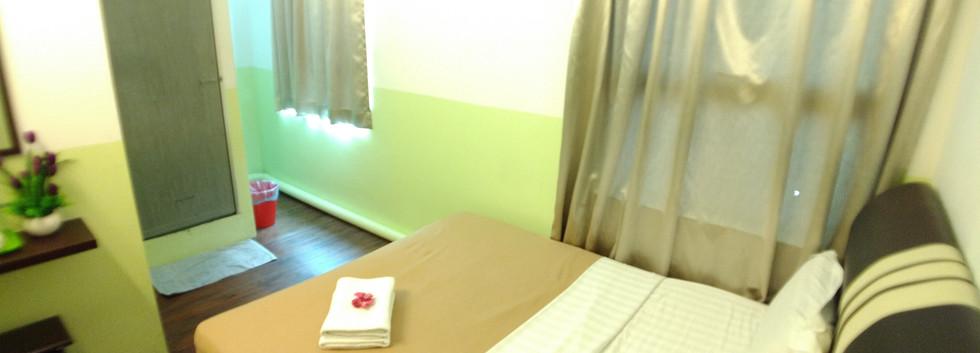 Super BudgetWindow Room