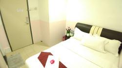 Standard Room with Queen Bed
