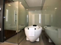 Executive Suite Room En-Suite Bathroom