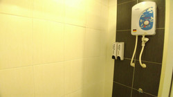 Deluxe Queen Room En-Suite Bathroom