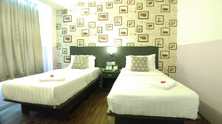 Business Suite Room with 2 Single Beds