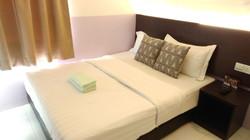 Apple 1 Hotel Gurney Superior Queen Room