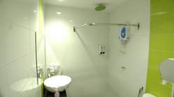 Business Suite Room En-Suite Bathroom