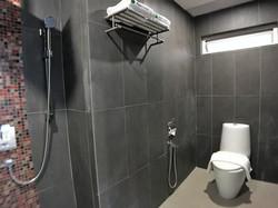 Superior King Room En-Suite Bathroom