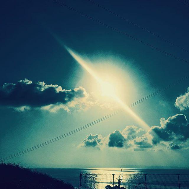 あけましておめでとうございます。_初日の出の写真をアップしようと思いましたが、起きたらすでに太陽は高い位置にございました…。 本年もいい年になります様に。__#淡路島#パタジェウ
