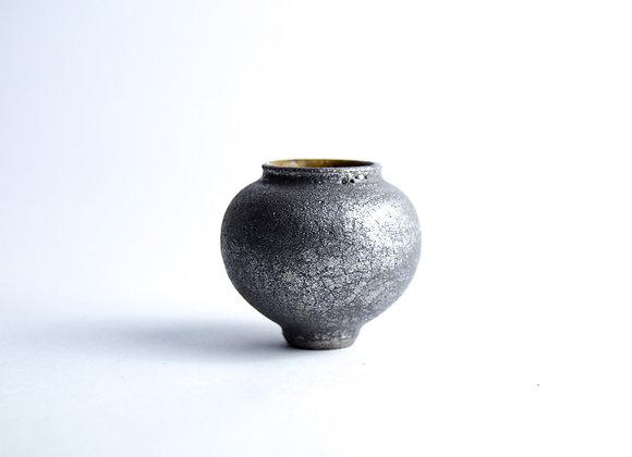 No. S28 Yuta Segawa Miniature Pot 'Platinum' Medium
