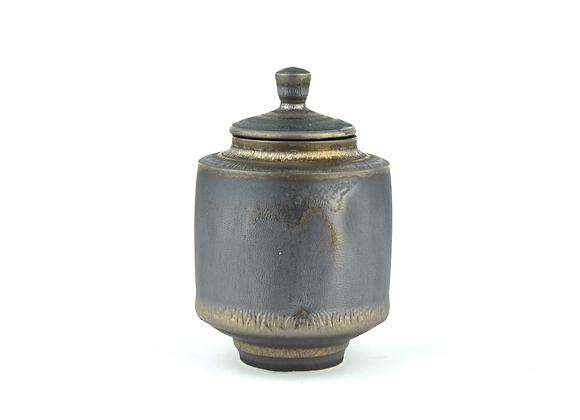 No. K84 Yuta Segawa Miniature Pot & Cover Large