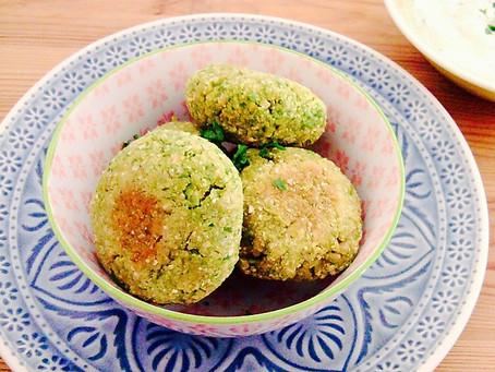 Erbsen-Falafel mit Gurken-Dip