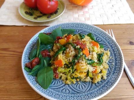 Quinoa mit Kürbis, Spinat und getrockneten Tomaten