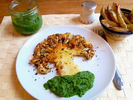 Blumenkohl-Baum mit     Spinat-Erdnuss-Pesto
