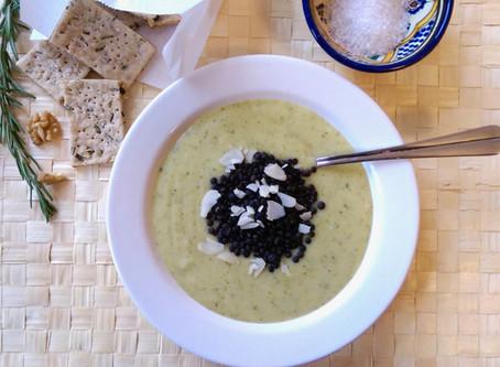 Zucchini-Kokos-Suppe mit Beluga-Linsen