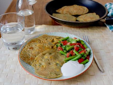 Maisküchlein mit Bohnensalat