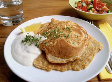 Erbsen-Pfannkuchen mit Kressedip