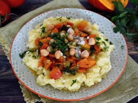 Kürbis-Kichererbsen-Ragout auf Kartoffelstampf