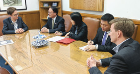 CG Wang meeting with Oregon House Speake