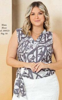 Blusa sem manga estampada plus size