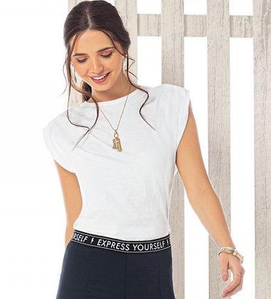 Blusa  Modelo T-shirt com Ombreira