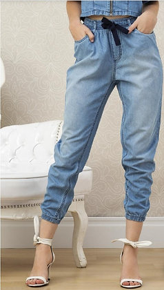 Calça jogger em jeans