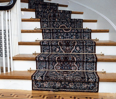 Curved stair sace