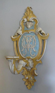 A PAIR OF ITALIAN BLUE, YELLOW AND IVORY PAINTED WALL APPLIQUÉS.