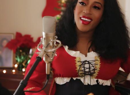CHRISTMAS W/ CASME' ON THE COZY CORNER!