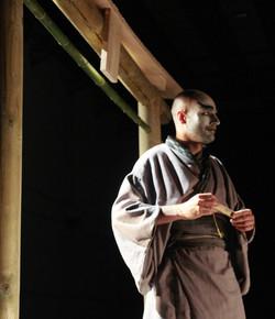Yamotsu sous le porche