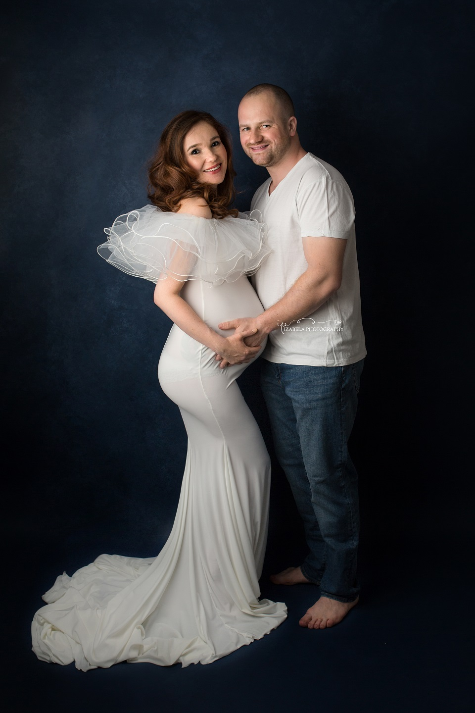 maternity photos in Milton Keyens