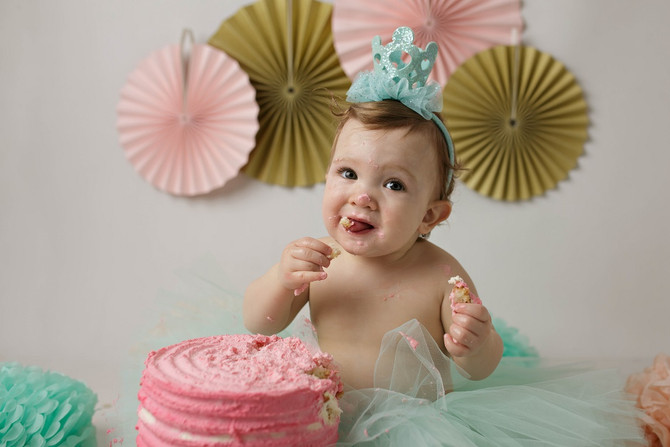 Ivy is ONE ! Smash Cake photo session Bedford