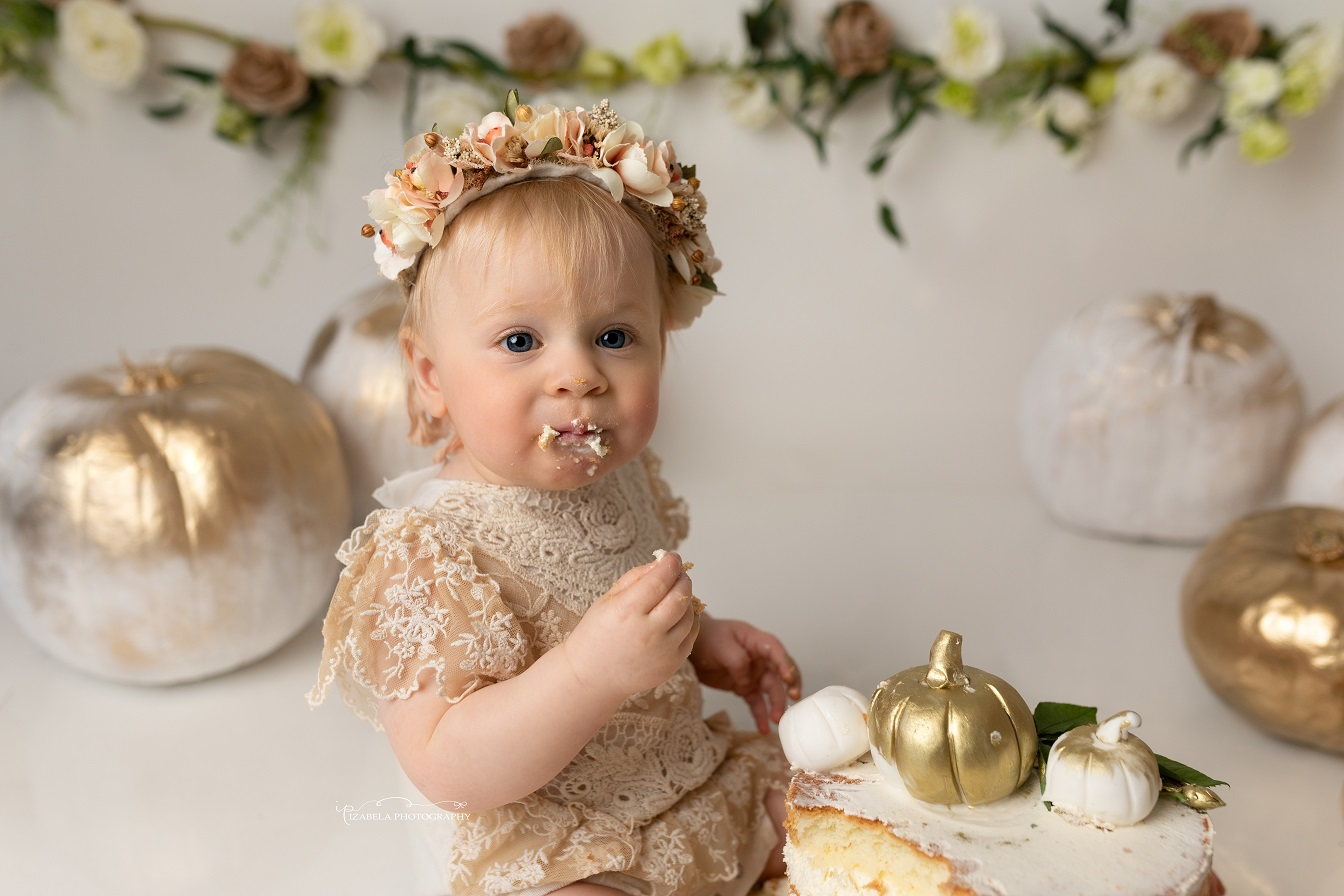 smash cake photos in Bedford