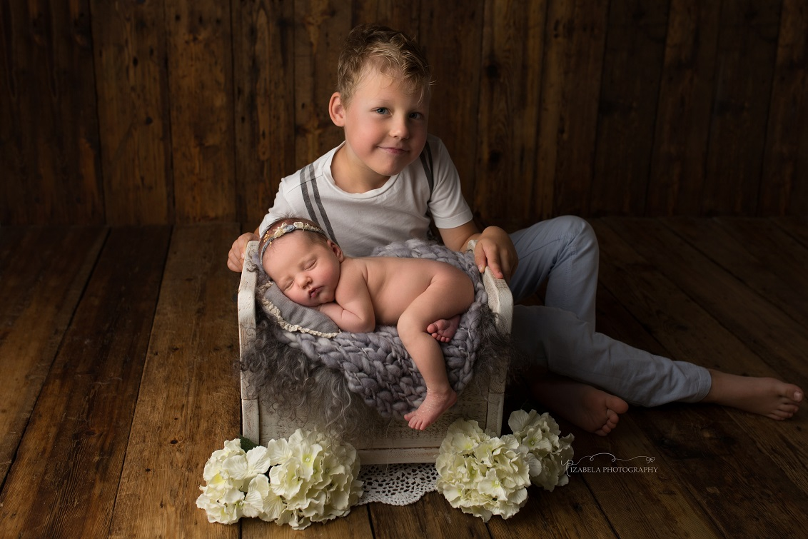 Newborn and siblings photo Bedford
