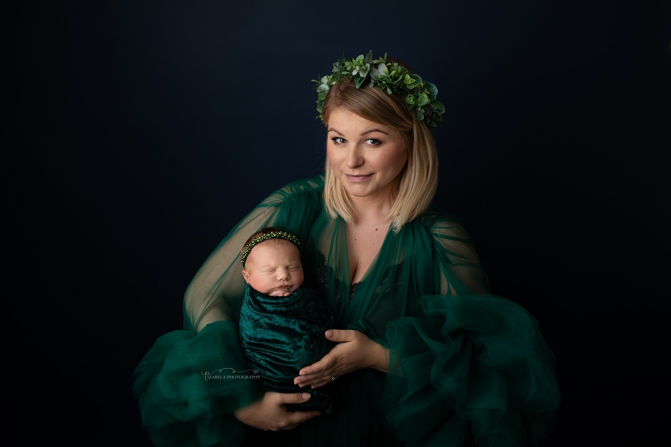 mommy and newborn photos in bedford