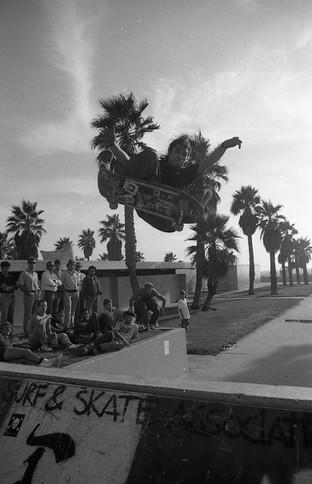 Christian Hosoi and a bunch of homiez watching. Venice, CA. 1980'z