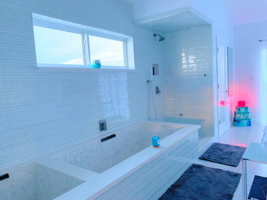 Penthouse Bathroom.JPG