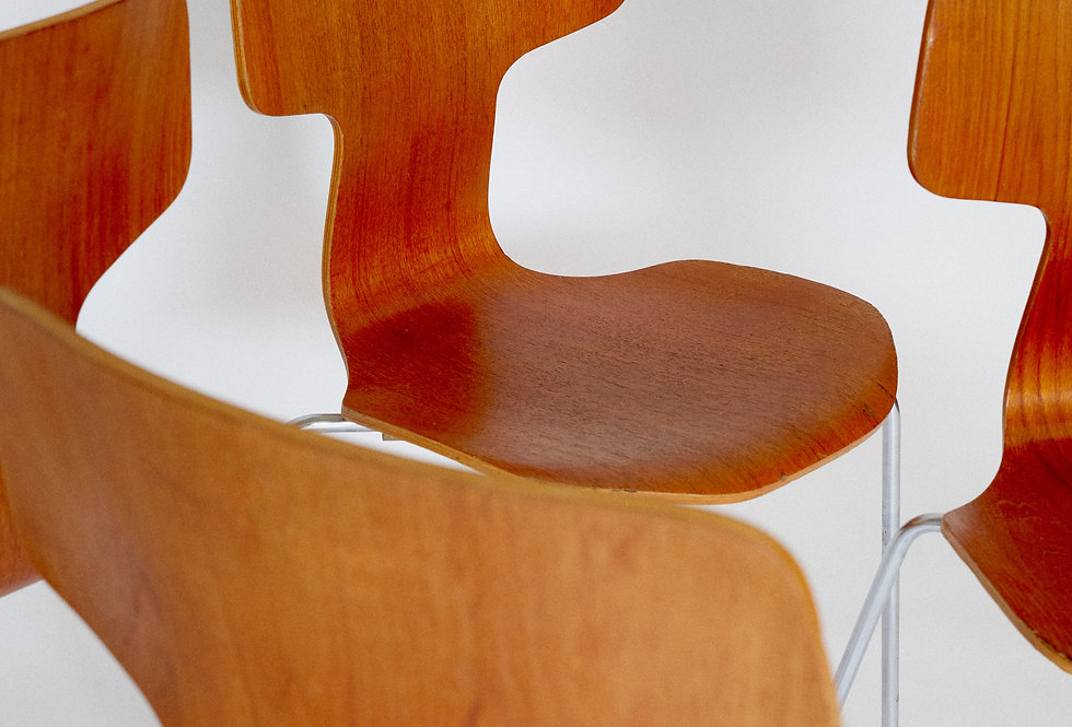 x4 Arne Jacobssen. T-chair in teak. Fritz Hansen. 1970s