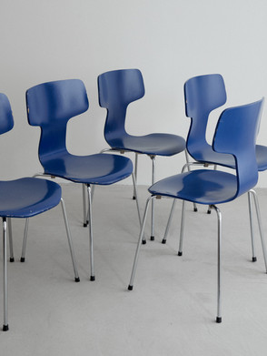 Arne Jacobsen T-chairs. Set of five T-chairs or often called the hammer chair designed by Arne Jacobsen Painted in blue with steel legs.Produced by Danish Fritz Hansen.  Dimentions: 78 x 49 x 46