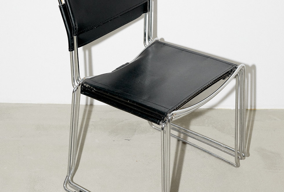 Chair in leather and steel