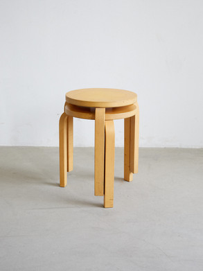 Alvar Aalto model 60 stool Designed in 1933 and made out of birch and birch plywood. Early pieces featuring finger joint and flat hed screwes. Dimentions: 17 x 13 x 17
