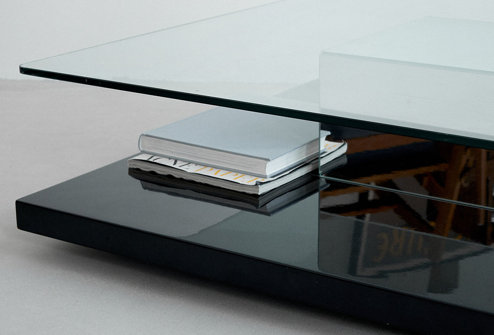 Coffee table. Italy. 1970s