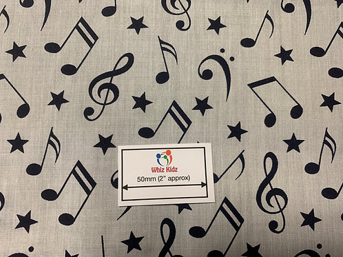 1146 Musical notes on white fabric