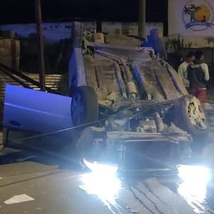 ECU 911 coordinó atención ante el estrellamiento de un vehículo en Chorlaví